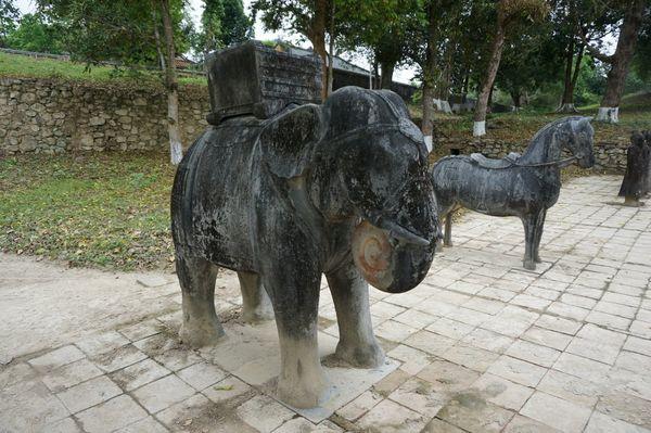Gia Long Tomb, Hue - Ruta en moto por los Mausoleos