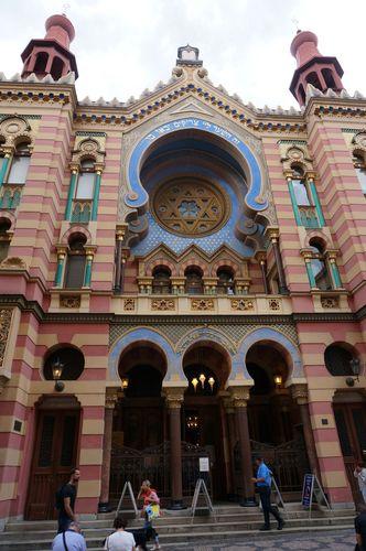 Jerusalem Synagogue | Recorrido por Praga: josefov stare mesto metronomo