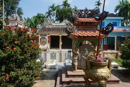 Pequeño cementerio de la isla Cam Kim - Hoi An