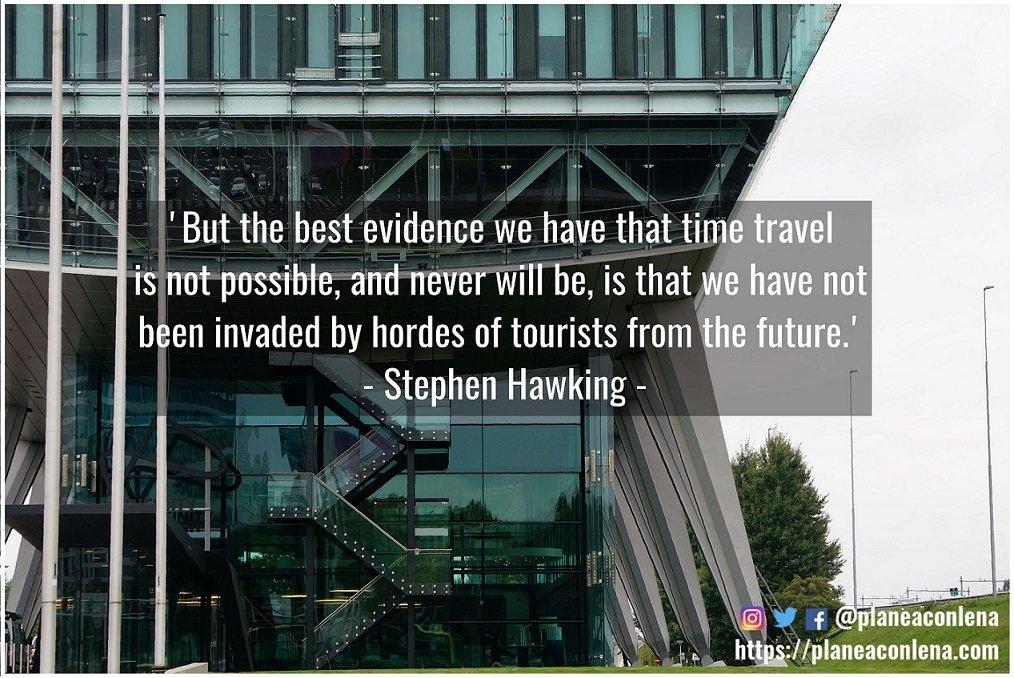 'Pero la mejor evidencia que tenemos de que viajar en el tiempo no es posible, y nunca lo será, es que no hemos sido invadidos por hordas de turistas del futuro.' - Stephen Hawking