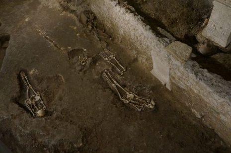 Esqueletos completos en la Necrópolis de la Vía Triumphalis | Consejos para viajar a Roma