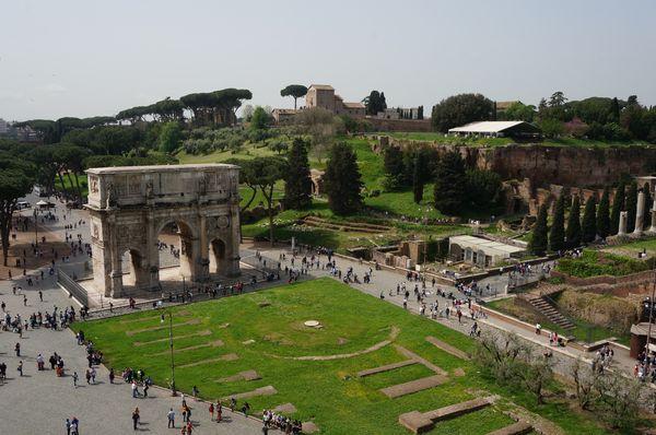 Vistas del Arco de Constantino desde el Coliseo | Consejos para viajar a Roma