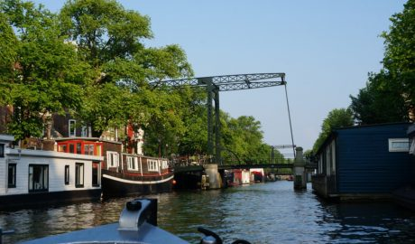 Rent a boat in Amsterdam | Alquilar un bote en Amsterdam