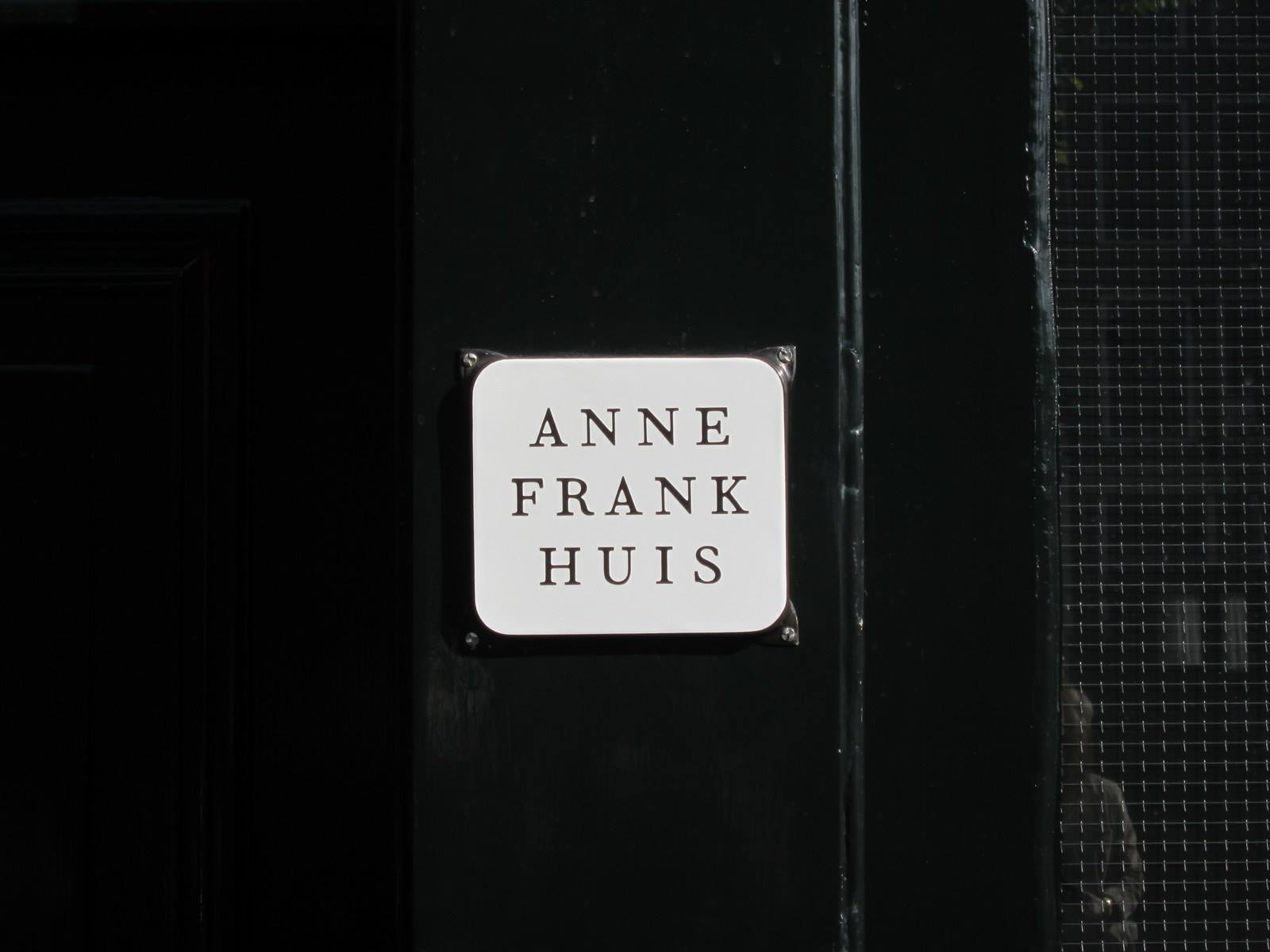 Sing of Anna Frank Huis - Letrero: Casa de Ana Frank | Anna Frank Huis | 5 Museos importantes de Amsterdam